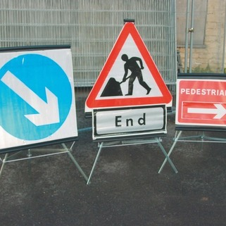 Road  Signs Folding High Vis (Chapter 8) - Class 2