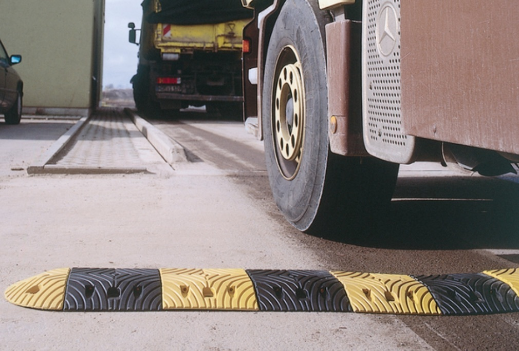 Speed reduction ramp  5mph    rubber