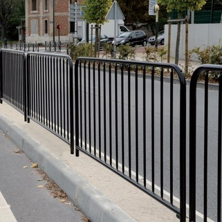 Budget railing for pedestrian safety -Galvanised -Ideal for safety around school, play areas, foothpaths
