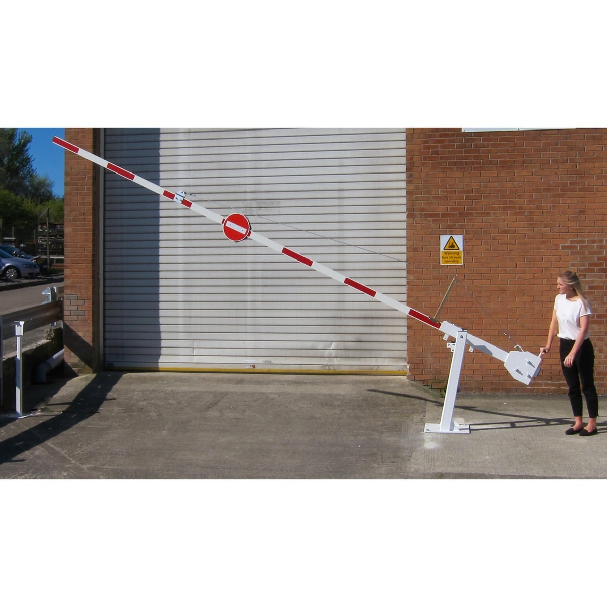Manual barrier arm lifted1