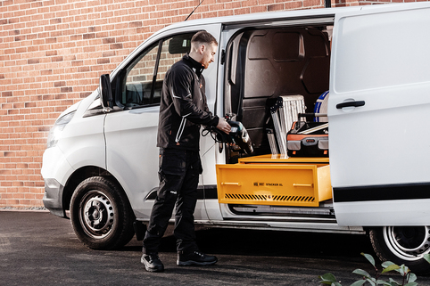Secure storage solution in commercial vehicles for protecting hand and power tools (VAN VAULT STACKER XL)