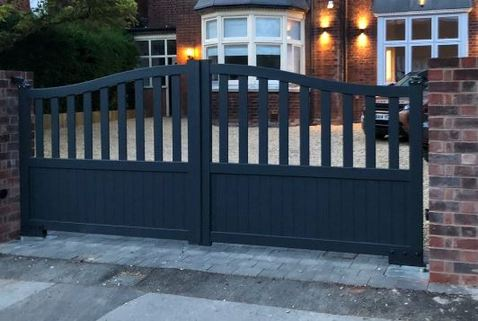 Gate in Aluminium with mixed infill and Bell curved top - Maintenance free - Double swing gate